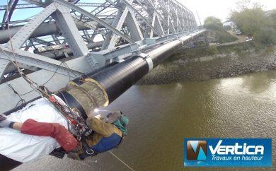 Travaux de soudage sur pont métallique