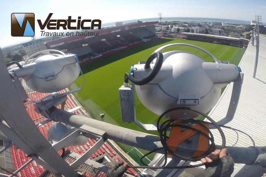 remplacement projecteurs stade Brest